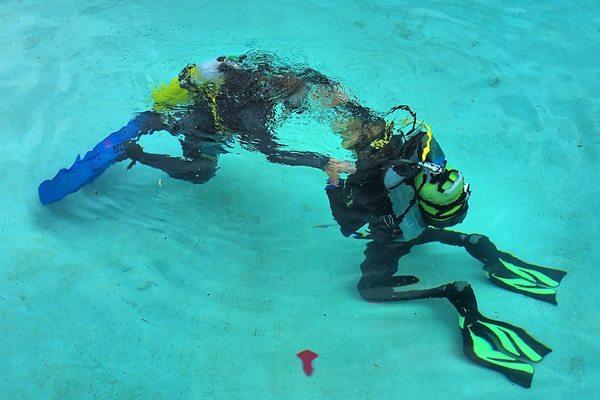 体验水肺潜水
