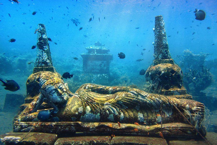 巴厘岛潜水神像