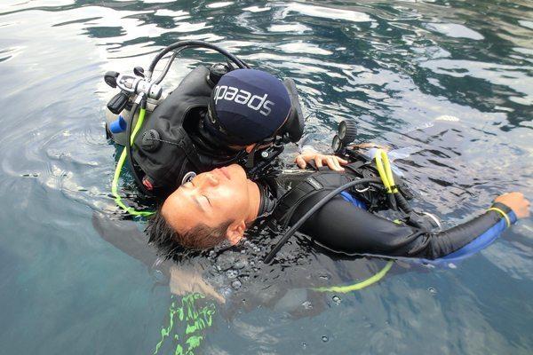 救援潜水员